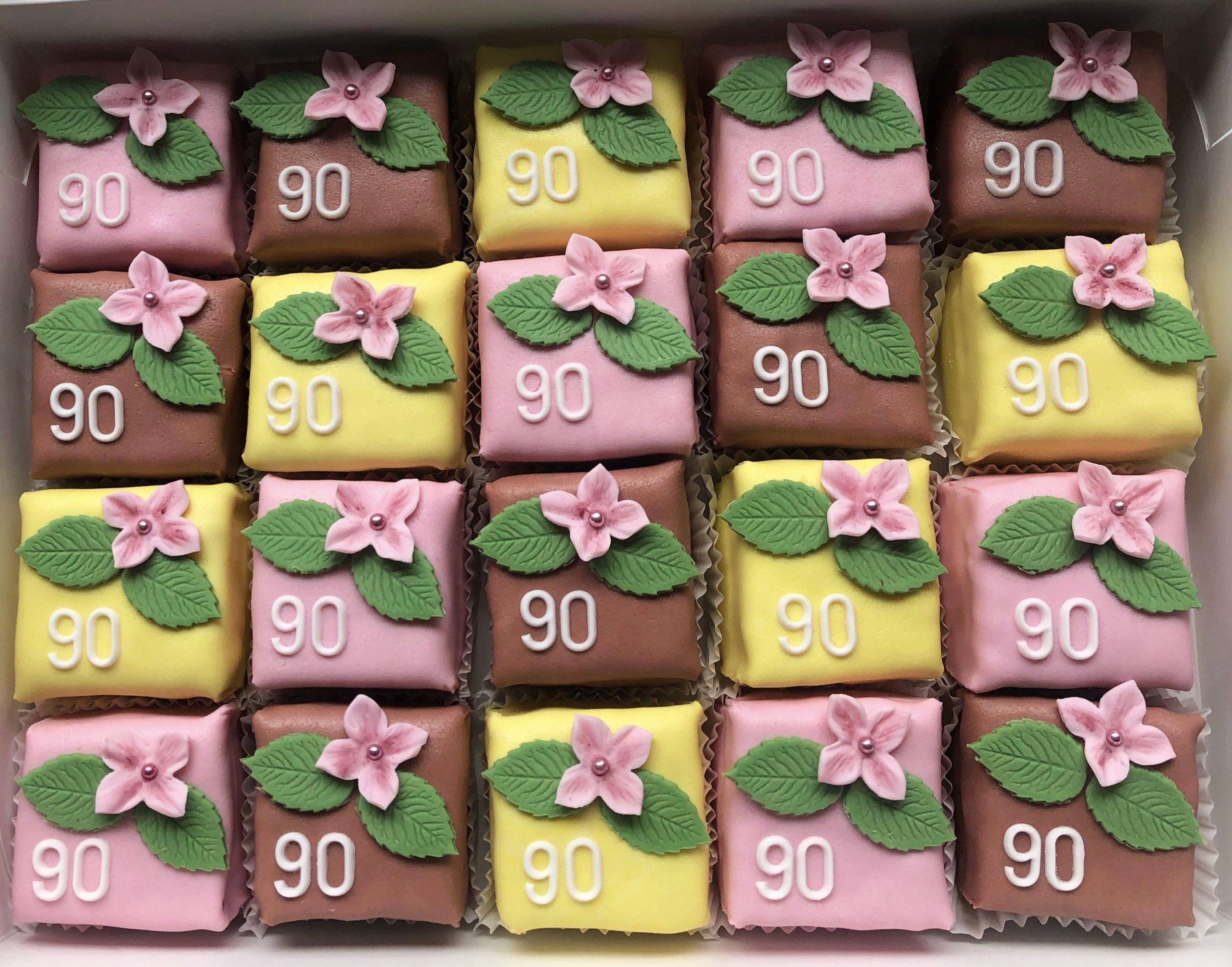 Petitfours 90 jaar